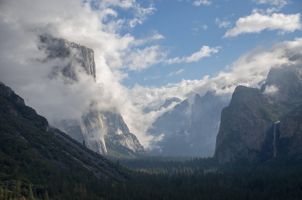 A cloudy day in Yosemite valley