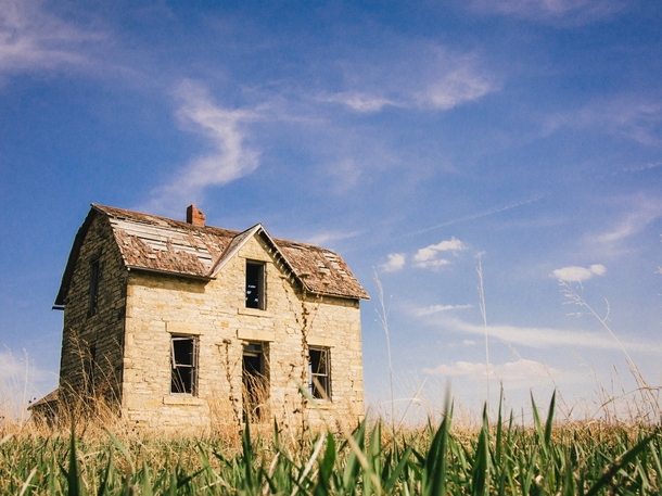 A home forgotten by the roadside in Kansas