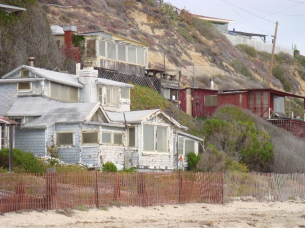 Abandoned beach bungalows corona del mar photorator for Bungalows dentro del mar