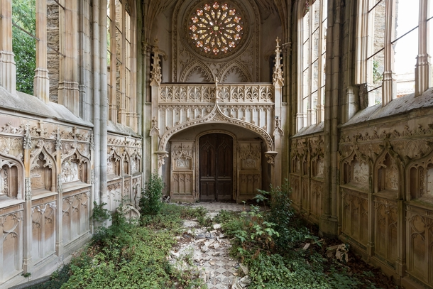 Abandoned church in France  by El Vagus