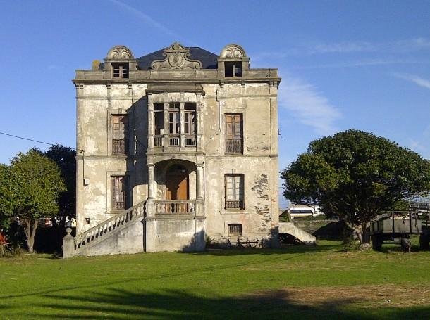 Abandoned Colonial Style House Coastal Town Northwest