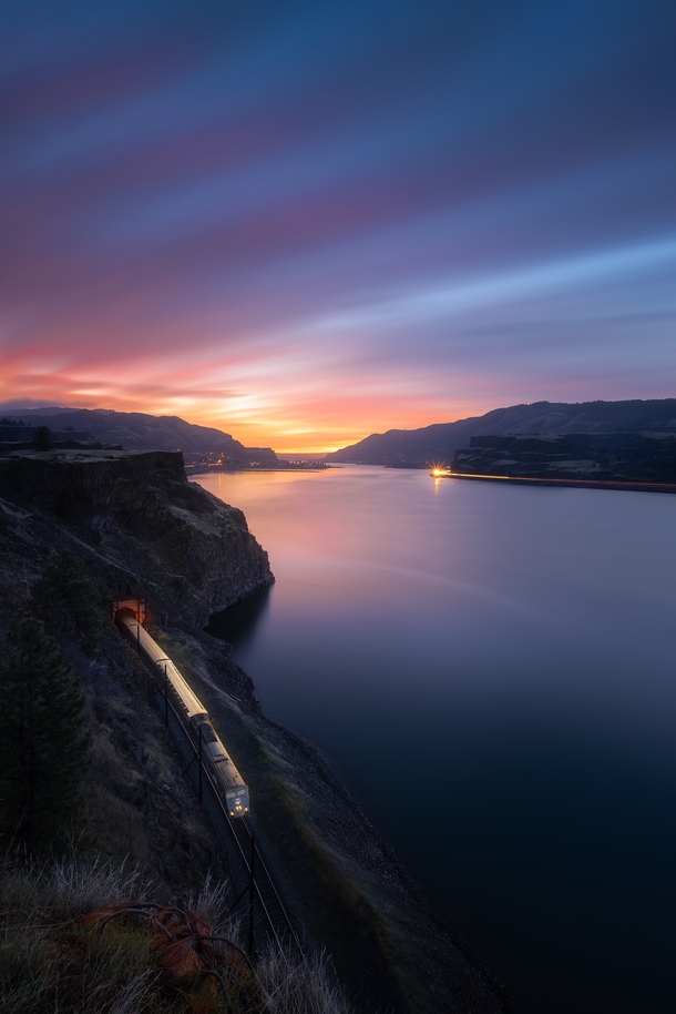 After  weeks of trying I got the perfect conditions in the Columbia River Gorge outside Lyle Washington