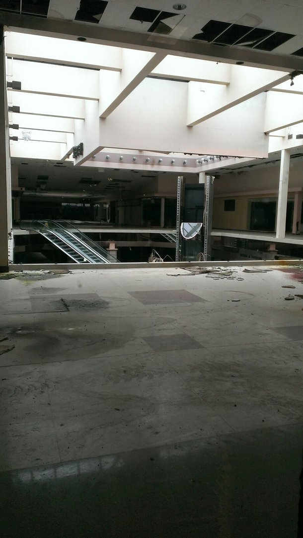 An abandoned mall in Akron Ohio
