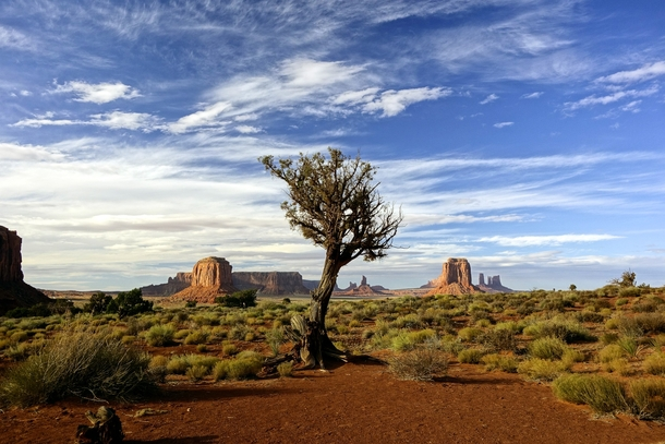 As a norwegian exploring western US I find Monument Valley to be one of the most insanely beautiful places on earth