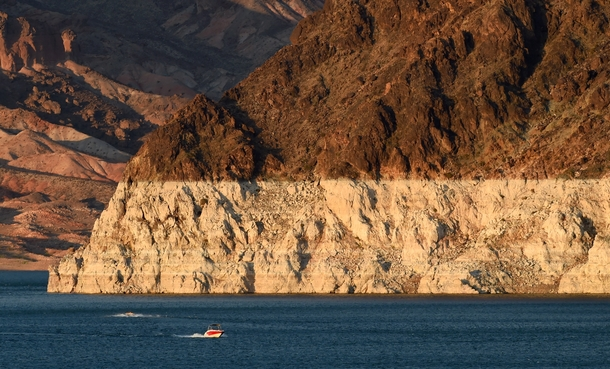 Bathtub ring of Lake Meade on the Colorado River Photo by Ethan Miller