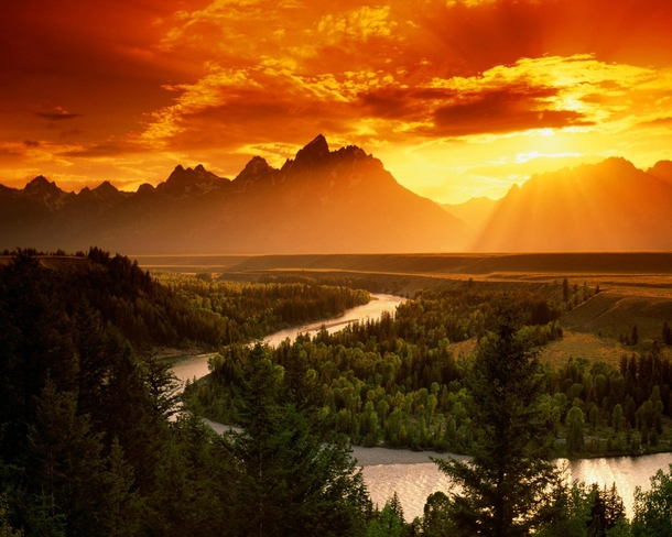 Breathtaking sunset over Snake River Grand Teton National Park