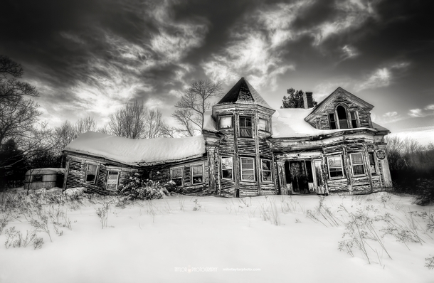 Dilapidated house in Searsport Maine