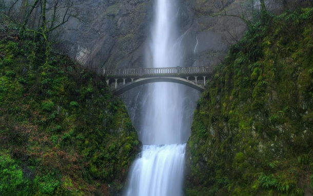 Feel the cold drizzle on your skin at Multnomah Falls