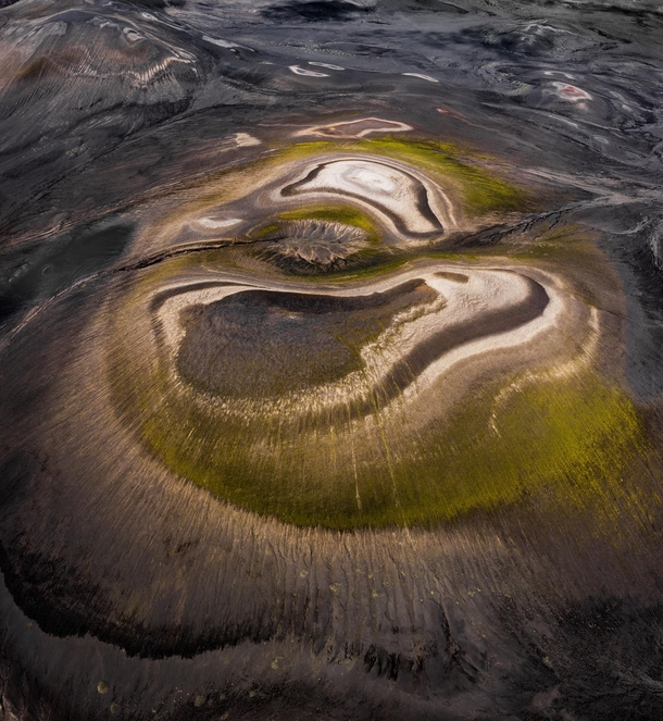 Former volcanos where erosion creates this fascinating patterns in the landscape in the highlands of Iceland  - more of my abstract landscapes at insta glacionaut
