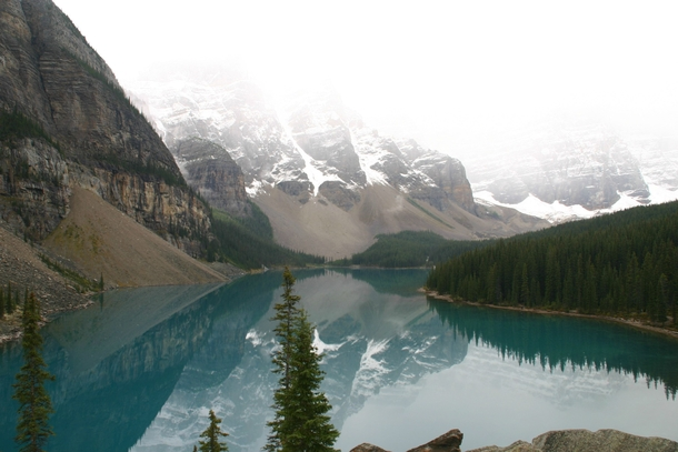 It was a bit overcast but the reflection on Moraine Lake was still beautiful