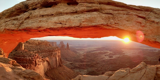 Sunrise at Mesa Arch [4935x3181] : EarthPorn