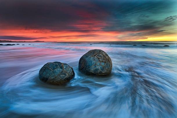 Moeraki boulders new zealand photo by yan zhang photorator