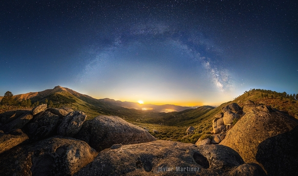 Moonrise over Gredos Photographed by Javier Martinez Moran