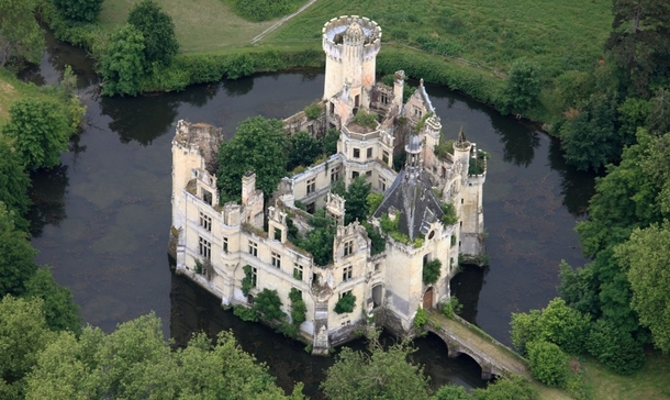 Mothe-Chandeniers France x-post from the awesome user Hoohill over at rcastles