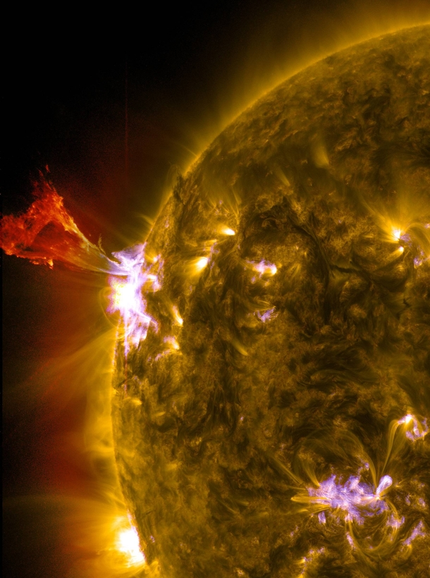 NASA got this amazing shot of a solar flare