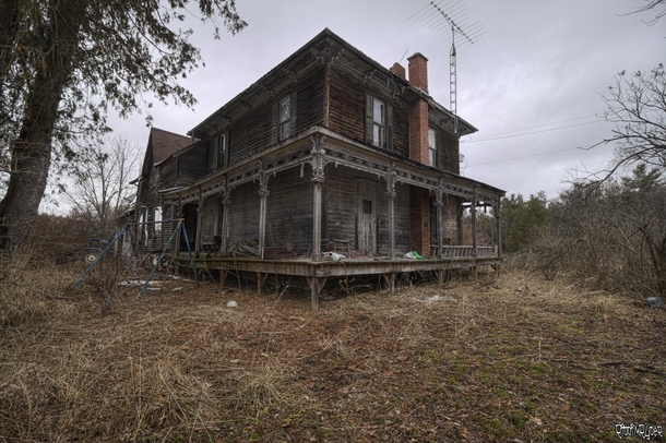 One of The Creepiest Abandoned Houses I Have EVER Explored