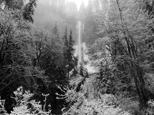 Oregons Multnomah Falls partially frozen in winter