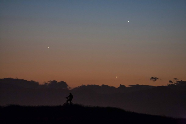 Planetary conjunction between Jupiter Venus and Mercury seen this week