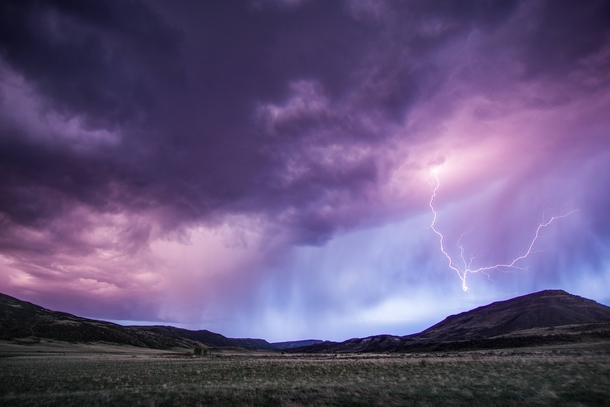 Quite the unexpected lightshow in the foothills of southern Wyoming x oc