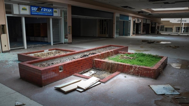 Rolling Acres Mall in Akron Ohio AIC