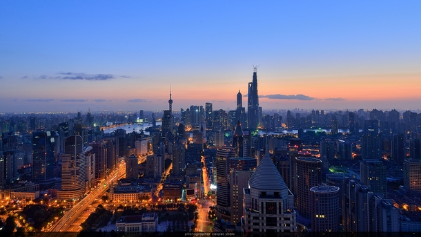 Shanghai between night and day