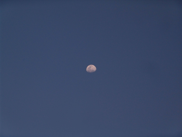 South Africa - A very human view of a daytime moon