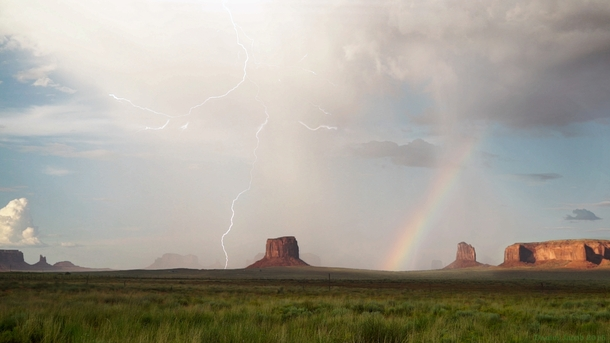 Sunshower in Monument Valley Photographed by Daniel Jacob  Photorator # Sunshower Lake_065423