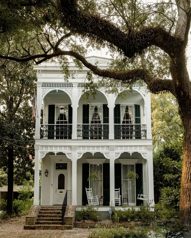 th century double-gallery house in New Orleans Louisiana
