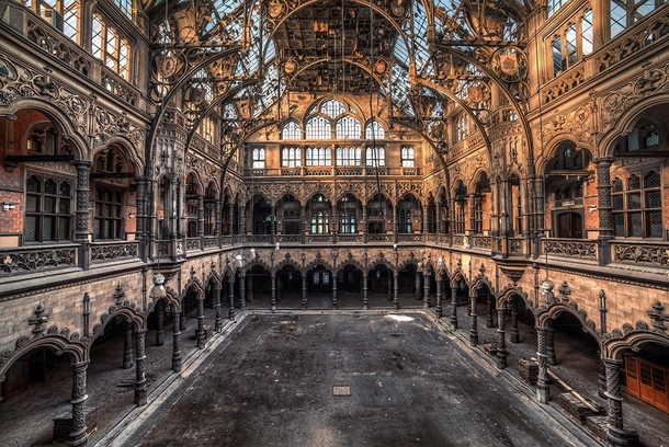 The disused chambre du commerce in antwerp belgium for Chambre commerce canada