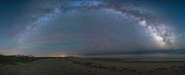 The full arch at the beach You can see Saturn on the right near the core and Andromeda Galaxy on the left