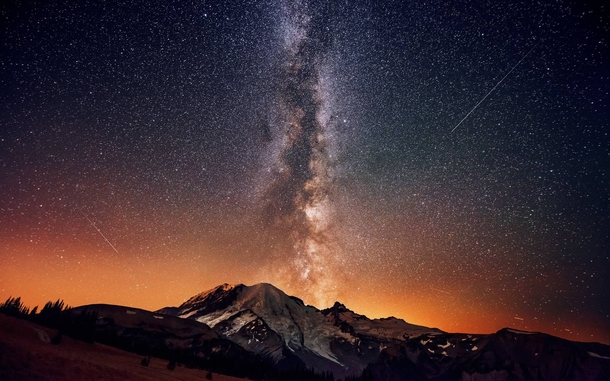 the Milky Way seen from Mount Rainer xpost rmountainpics