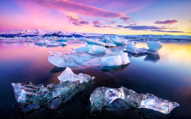 The otherworldly glacial lake of Jkulsrln Iceland  photo by Gen Vagula x-post rIsland