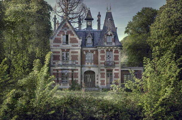 This amazing abandoned mansion in the woods Sitting untouched gracefully enjoying its mature surroundings