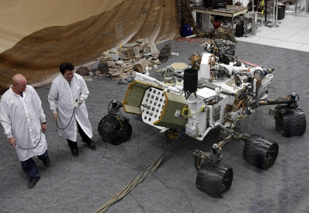 This picture does a good job of showing off just how large the Curiosity rover is xpost from rtechnologyporn