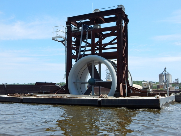 Unknown machine maybe a portable Hydro-Generator Seen on the Mississippi river while kayaking South St Paul MN More photos in comments