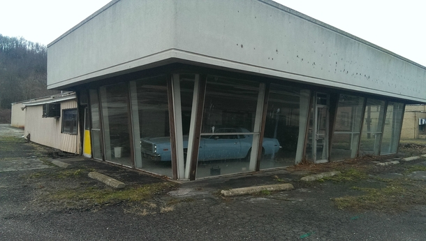 Updated Photos of the Abandoned Chrysler Dealership on Pennsylvania Avn East Liverpool Ohio