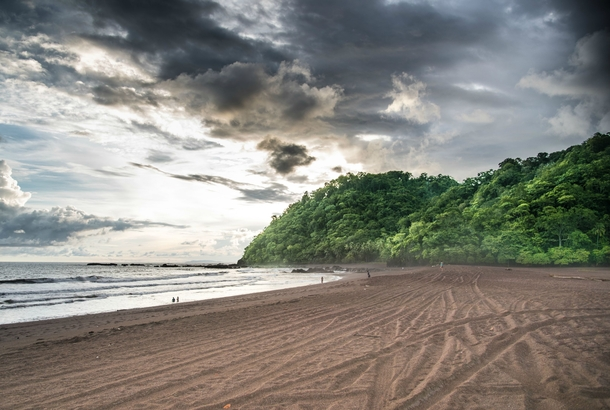 Where the forrest meets the ocean - beautiful sunset scenes on the pacific coast in Playa Jaco Costa Rica x