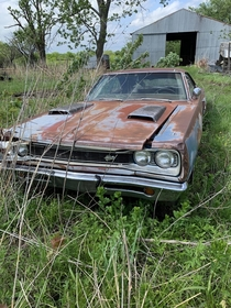Dodge Super Bee left to die in Kansas Photo credit to uThinnestSlice
