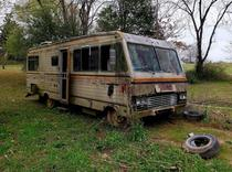 Titan motorhome disintegrating into the backwoods of Louisiana