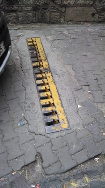 Well thats an interesting way of enforcing adherence to one-way traffic Istanbul