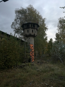 A B Tower German B-Turm short for Beobachtungsturm was a type of watchtower used by the East German Border Guards With inspection hatches and loopholes There was a swiveling searchlight on the roof which could be controlled by a remote control More than