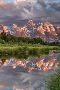A beautiful sunrise with some dramatic clouds - Grand Teton National Park -  - IG travlonghorns