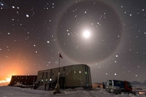 A blue moon halo over Antarctica  LI Hang
