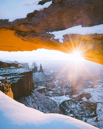 A bucket list location for a lot of photogs Weird lining up with a crew of other people and their tripods but understandable It is a beautiful place Canyonlands Utah