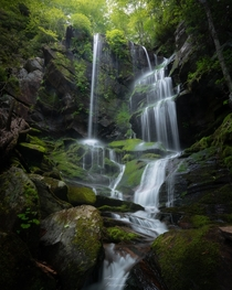 A bucket list waterfall in North Carolina with an incredibly steep decent  afordphotography