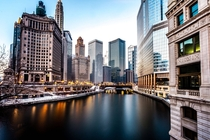 A calm winter morning along the Chicago River