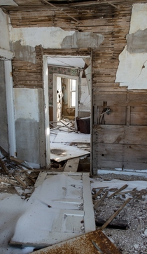 A clear line through an abandoned Southwestern Ontario house