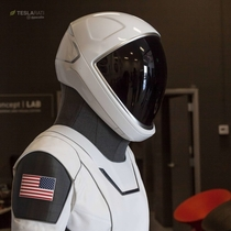 A close look to the SpaceX spacesuits astronauts will use on the Crew Dragon