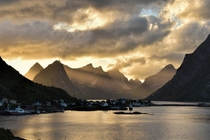 A dramatic sunset over the mountains surrounding Reine on Lofoten by photographer Cline Vanhaverbeke