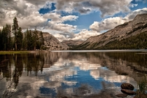 A fall day Tenaya Lake in Yosemite National Park